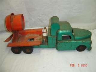 1940s VINTAGE STRUCTO TOY TRUCK PRESSED STEEL CEMENT TRUCK
